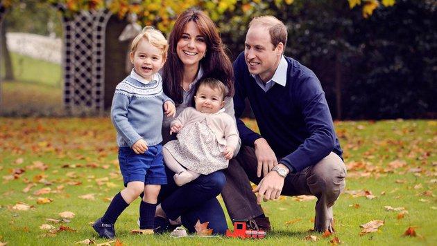 """Mit diesem Familienfoto wünschen Prinz William und Herzogin Kate allen """"Frohe Weihnachten"""". (Bild: KensingtonRoyal/Chris Jelf)"""