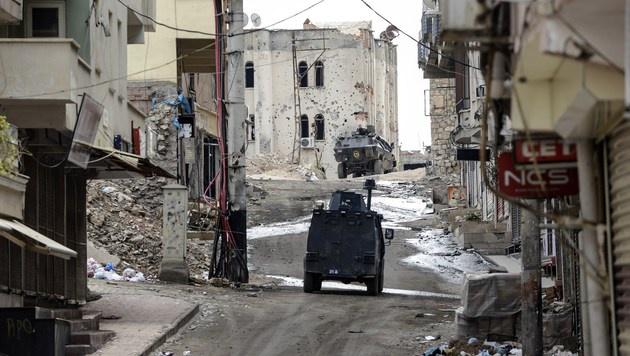 Ausgangssperre in kurdischer Stadt (Bild: APA/AFP/ILYAS AKENGIN)