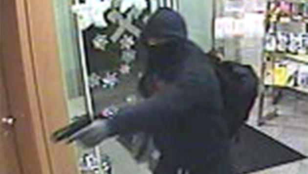 Die Überwachungskamera filmte den Bankräuber. (Bild: APA/LPD NÖ)