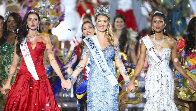 """Die Spanierin (Mitte)setzte sich am Ende gegen """"Miss Russia"""" und """"Miss Indonesia"""" durch. (Bild: AP)"""