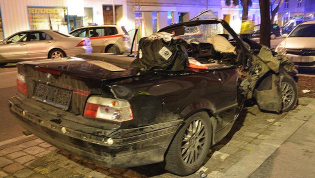 Zwei 17-Jährige bei Autounfall in Wien verletzt (Bild: APA/LPD WIEN)