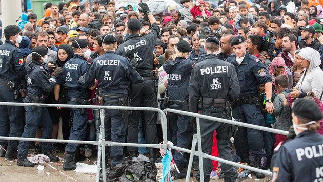 Die psychische Belastung für die Beamten an den Grenzen ist derzeit enorm hoch. (Bild: photonews.at/Georges Schneider)