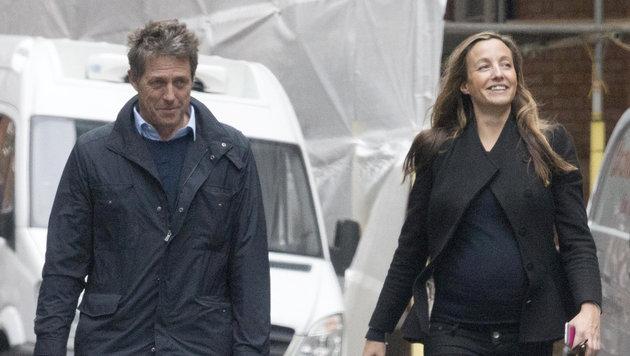 Hugh Grant mit Freundin Anna Eberstein in London (Bild: Viennareport)