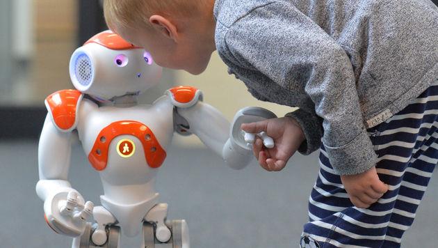 """Roboter """"Nao"""" soll Migranten Deutsch beibringen (Bild: Uni Bielefeld)"""