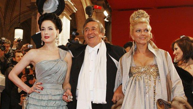 Opernball 2008: Dita von Teese  mit Richard Lugner und seiner Begleiterin Bettina (Bild: APA)
