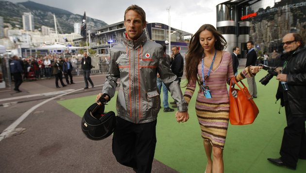 Jenson Button und Jessica Michibata (Bild: AP)