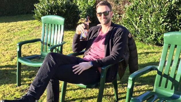 So gar nicht weihnachtlich ging es bei Beachvolleyball-Star Clemens Doppler zu. Zumindest im Garten. (Bild: Facebook.com)