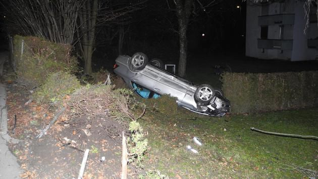 Alko-Raser (21) landet mit Auto in Garten (Bild: LPD VORARLBERG)