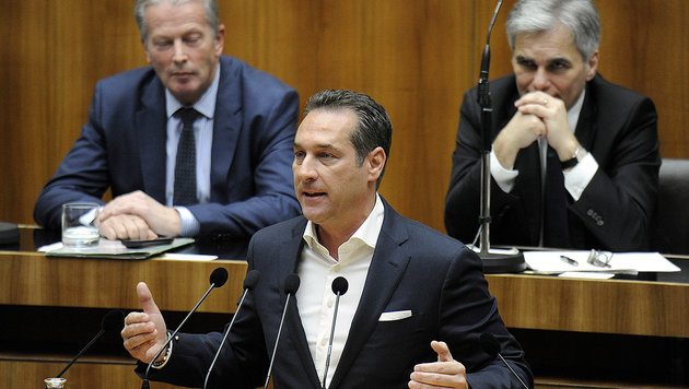 Parteien im Dilemma: Das wird das Politikjahr 2016 (Bild: APA/HERBERT PFARRHOFER)