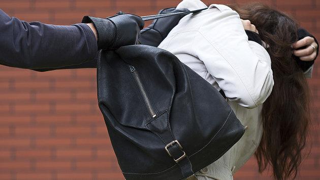 56-Jährige auf Parkplatz vergewaltigt und beraubt (Bild: thinkstockphotos.de)