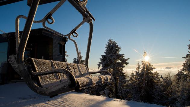 Winter kommt auf leisen Sohlen nach Österreich (Bild: APA/dpa/Julian Stratenschulte)