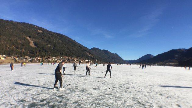 Auf dem sonnigen Weißensee ist genug Platz für Freizeitsportler! (Bild: Clara Milena Steiner)