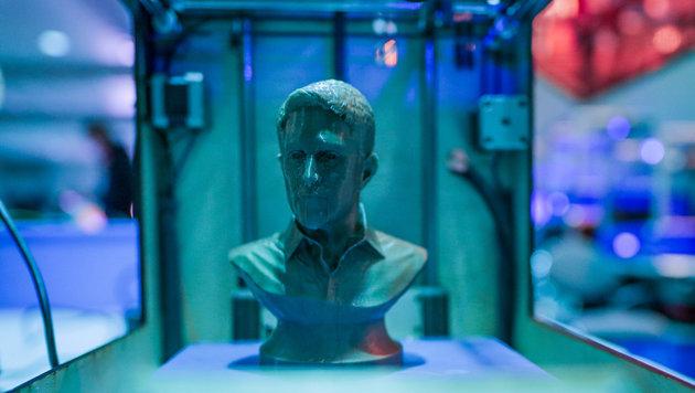 Ein Snowden aus dem 3D-Drucker: am CCC-Kongress nichts Ungewöhnliches. (Bild: APA/dpa/Axel Heimken)