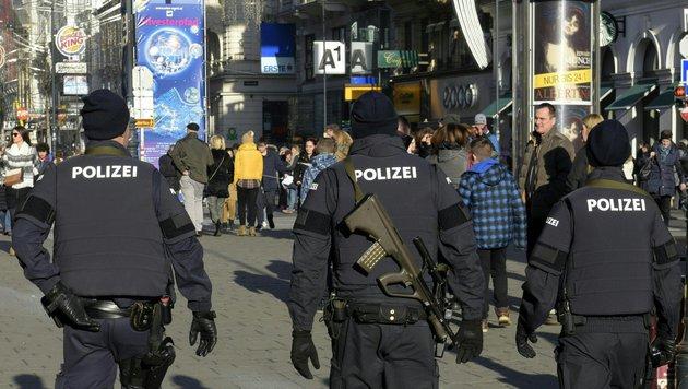 Silvesterpfad: 500 Polizisten bewachen die City (Bild: APA/HANS PUNZ)