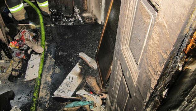 Graz: Brandstifter legte Feuer durch Briefschlitz (Bild: BF Graz)