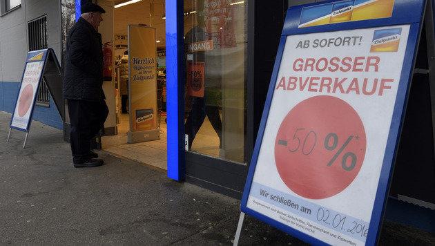 Minus 50 Prozent bis zur Schließung am 2. Jänner (Bild: APA/HANS PUNZ)