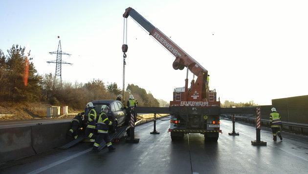 Kleinbus-Lenker bei Unfall auf der A2 getötet (Bild: HFW Villach/KK)