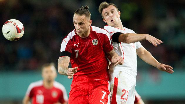 Im November noch Gegner: Arnautovic gegen Shaqiri beim Länderspiel Österreich gegen die Schweiz (Bild: APA/GEORG HOCHMUTH)