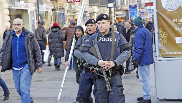 Silvesterpfad: 500 Polizisten bewachen die City (Bild: Martin A. Jöchl)