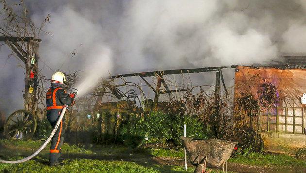Der Stall am Reiterhof in Salzburg brannte lichterloh. (Bild: MARKUS TSCHEPP)
