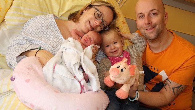 Kärntens Neujahrsbaby Valerie mit ihrer Familie (Bild: Uta Rojsek-Wiedergut)