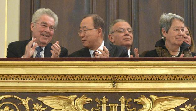 Das letzte Mal als First Couple dabei: Heinz und Margit Fischer gemeinsam mit UN-Chef Ban Ki Moon (Bild: APA/HERBERT NEUBAUER)