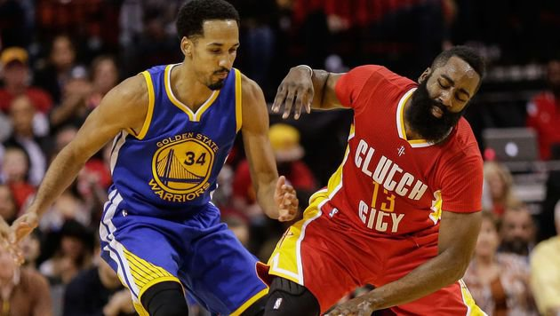Shaun Livingston (Golden State Warriors) kämpft gegen James Harden (Houston Rockets) (Bild: 2015 Getty Images)