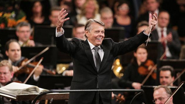 Mariss Jansons durfte bereits zum dritten Mal als Dirigent beim Neujahrskonzert wirken. (Bild: ORF)