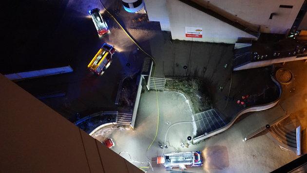 """Alarmstufe 2 bei Brand in ehemaligem Kinocenter (Bild: """"Krone""""-Leserreporter Adam Krajewski)"""
