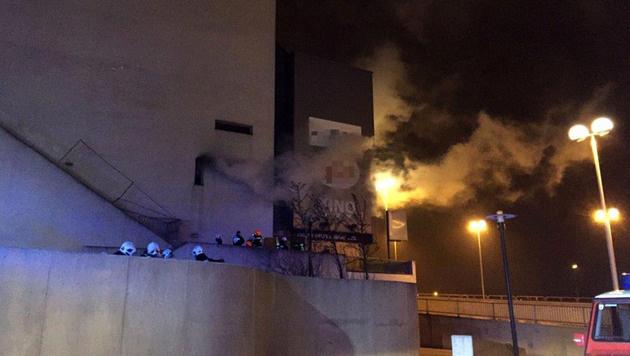 Alarmstufe 2 bei Brand in ehemaligem Kinocenter (Bild: APA/MA 68)