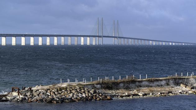 Die Öresund-Brücke verbindet Dänemark und Schweden. (Bild: AP)