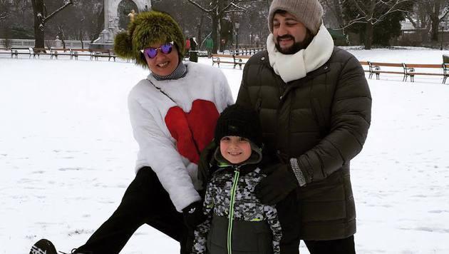 Anna Netrebko mit Ehemann Yusif Eyvazov und Sohn Tiago (Bild: facebook.com/annanetrebko)