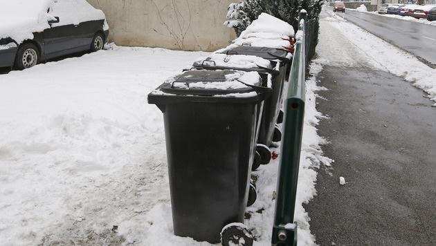 Eine Frau fand das Baby in einer Mülltonne im Stadtteil St. Ruprecht. (Bild: APA/GERT EGGENBERGER)