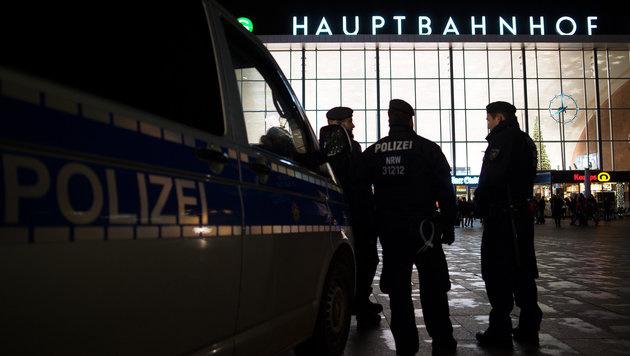 Kölner Hauptbahnhof nach Bombendrohung evakuiert (Bild: APA/dpa/Marius Becker)