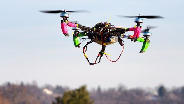 EU plant Registrierungspflicht für Drohnen (Bild: APA/AFP/Robert MacPherson)