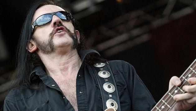 Lemmy Kilmister während eines Konzerts im Jahr 2004 in Wiener Neustadt (Bild: APA/HERBERT P. OCZERET)