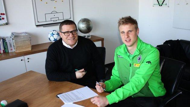Martin Hinteregger mit Gladbach-Manager Max Eberl (Bild: Borussia Mönchengladbach)