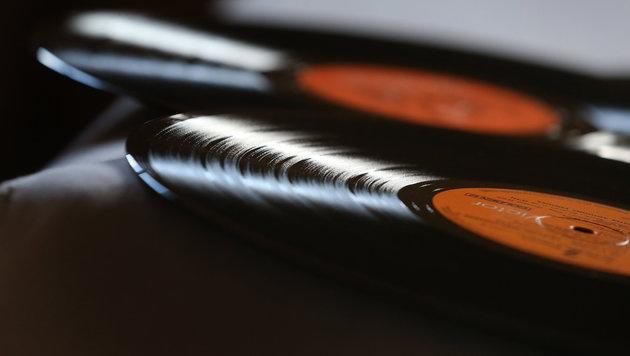 Plattenspieler feiert dank Vinyl-Boom Comeback (Bild: APA/dpa/Karl-Josef Hildenbrand)