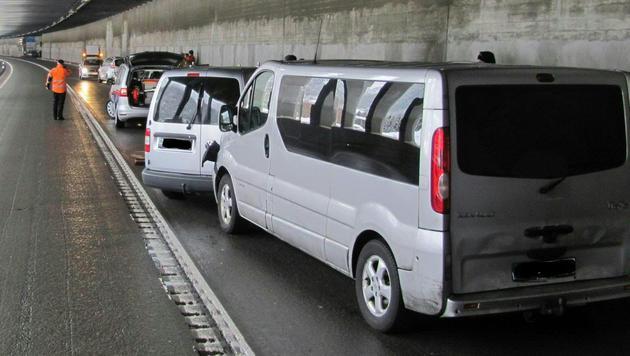 Dieser Unfall verursachte die die Sperre des Arlbergtunnels. (Bild: APA/LPD TIROL)