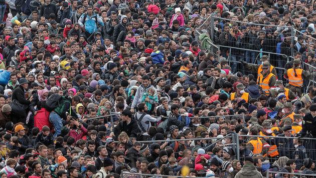 Fl�chtlinge am Grenz�bergang Spielfeld (Bild: EXPA/PIXSELL/Sasa Despot/Zurnal24l (Archivbild))