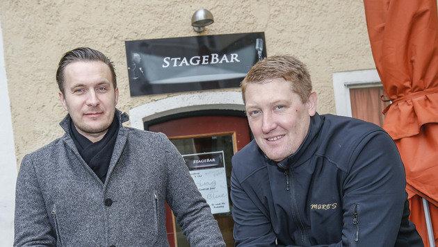 Vor der Stage-Bar in Salzburg: Armin (li.) und Marcus Schützinger (Bild: MARKUS TSCHEPP)