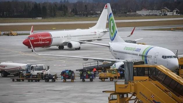 Zahlreiche Winterurlauber kamen mit Chartermaschinen vor allem aus Nordeuropa nach Salzburg. (Bild: Franz Neumayr)