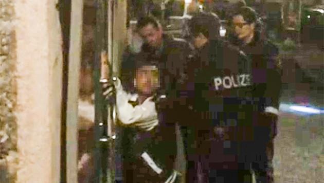 Die Polizei nahm die geschnappten Täter schließlich fest. (Bild: MARKUS TSCHEPP)