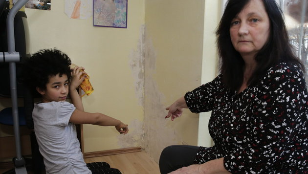 Gabriela A. mit ihrer neunjährigen Tochter (Bild: Klemens Groh)
