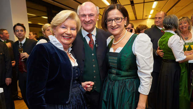 Sissy und Erwin Pröll mit Mikl-Leitner (Bild: Alexander TUMA)