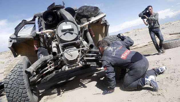 Spektakulärer Unfall wirft Loeb weit zurück (Bild: Andre Lavadinho)