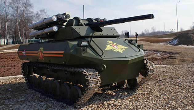 Russlands Uran-9-Kampfroboter sieht aus wie ein Miniatur-Panzer. (Bild: rostec.ru)