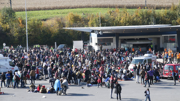 Spielfeld: Bis zu 6000 Fl�chtlinge am Tag erwartet (Bild: Krone)