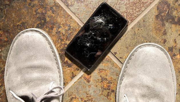 Ärger nach Handy-Sturz: Versicherung zahlt nicht (Bild: thinkstockphotos.de)