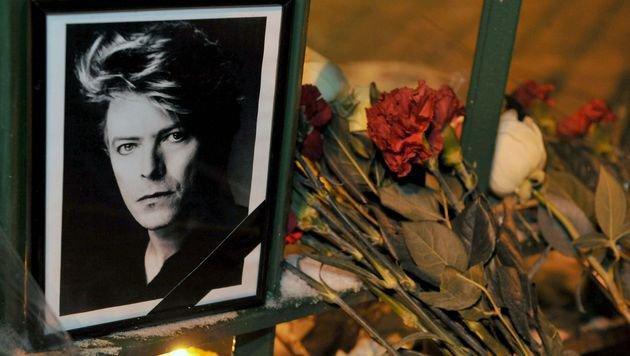 Weltweit herrscht große Trauer um Pop-Ikone David Bowie. (Bild: APA/AFP/OLGA MALTSEVA)